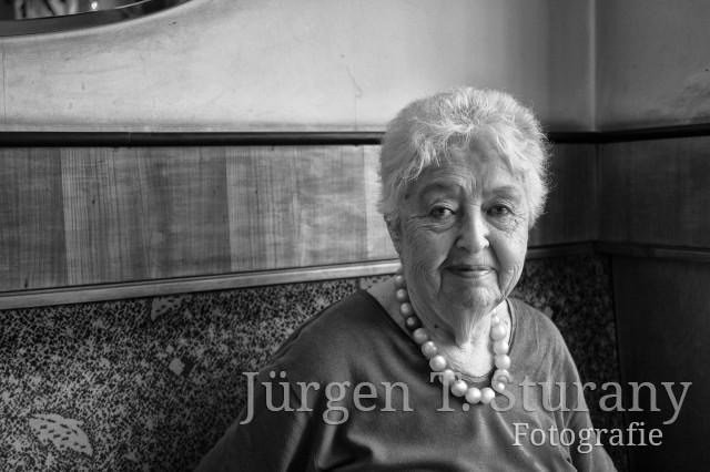 Barbara Coudenhove-Kalergi im Cafe Bräunerhof – Wien Juni 2017